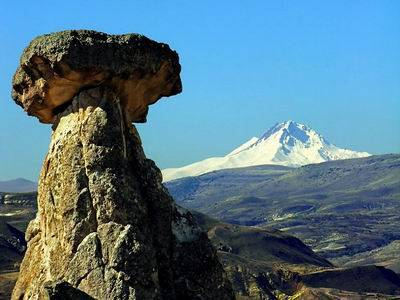 urgup_fairy_chimney_and_mt.erciyes